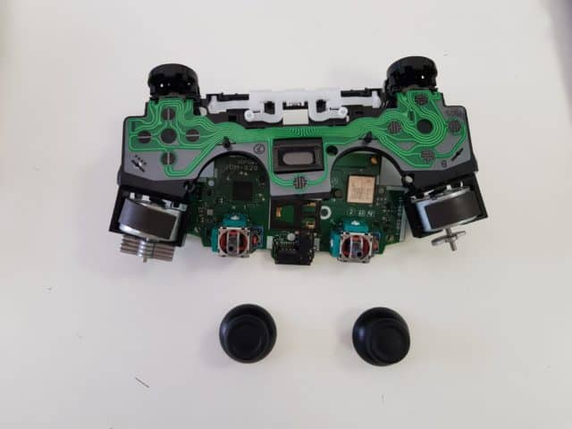 Come cambiare gli stick del controller PS4