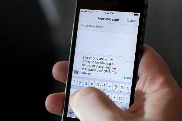 Come scrivere messaggi di Testo con la voce su iOS e Android